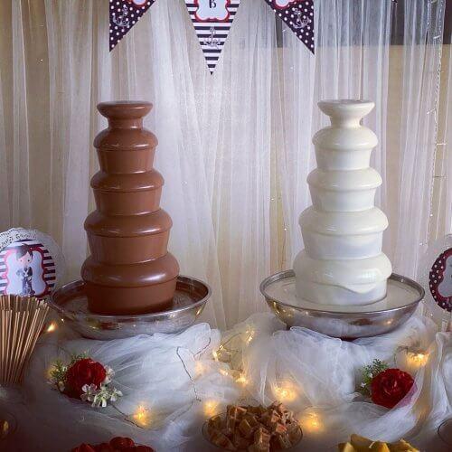 Doble fuente gemelas de chocolate con leche y chocolate blanco